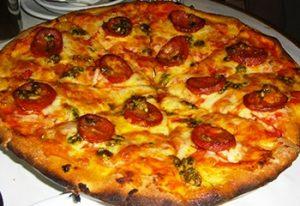 Pizza au chorizo à la boulangerie de Serverette