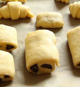 Croissants et pains au chocolat au beurre à Serverette