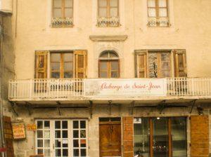 Façade de l'Auberge de Saint Jean à Serverette en Lozère