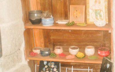 Vente d'artisanat local à l'Auberge Saint Jean