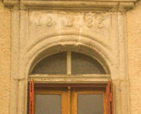 Détail de fenêtre à l'Auberge de Saint Jean à Serverette