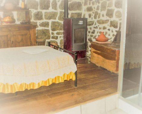 Poele et douche Chambre d'hôte Auberge de Saint Jean